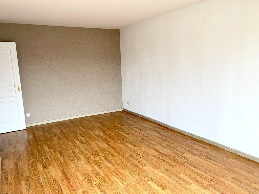 Appartement à louer 4 76.62m2 à Margny-lès-Compiègne vignette-2