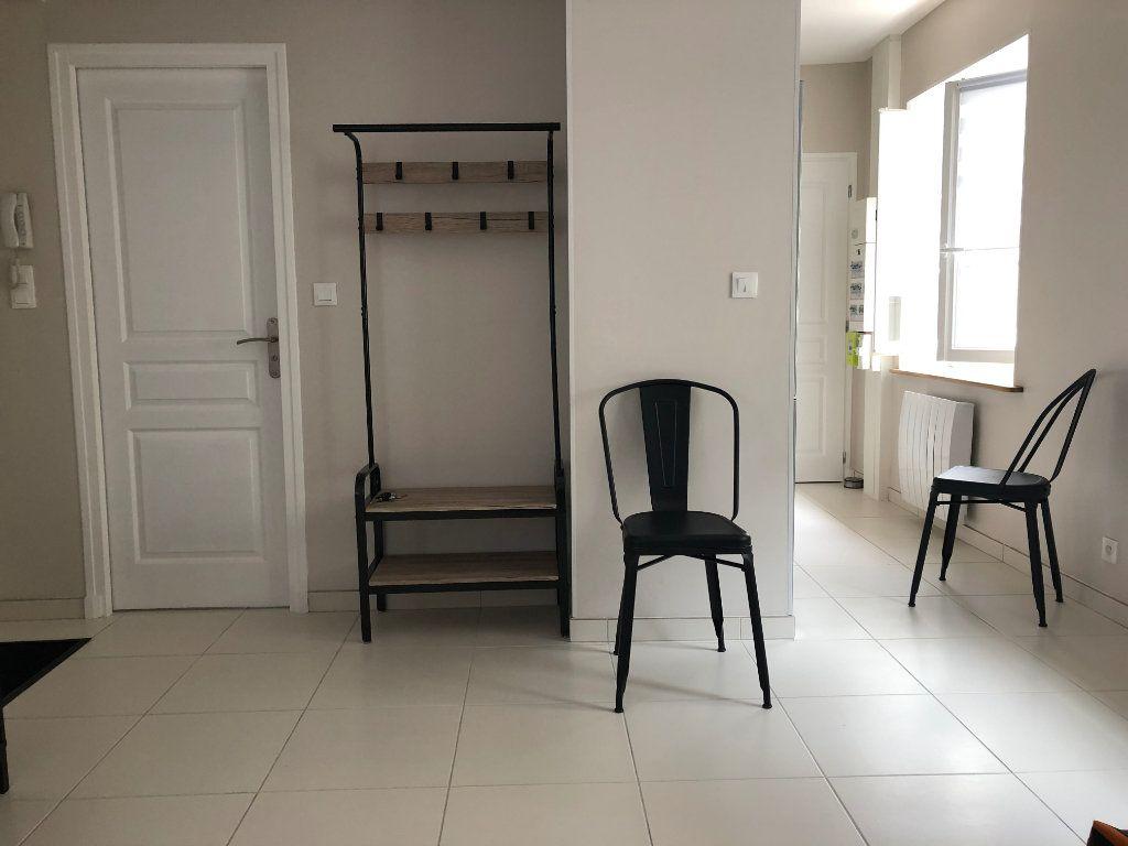 Appartement à louer 1 27.5m2 à Margny-lès-Compiègne vignette-5