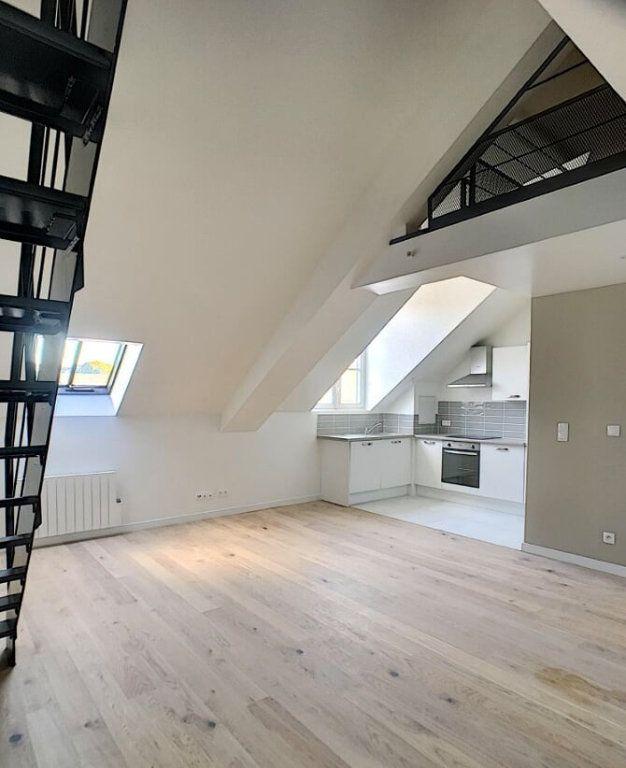 Appartement à louer 3 60.2m2 à Compiègne vignette-1