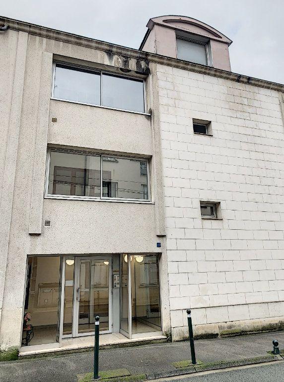 Appartement à louer 1 29m2 à Compiègne vignette-2