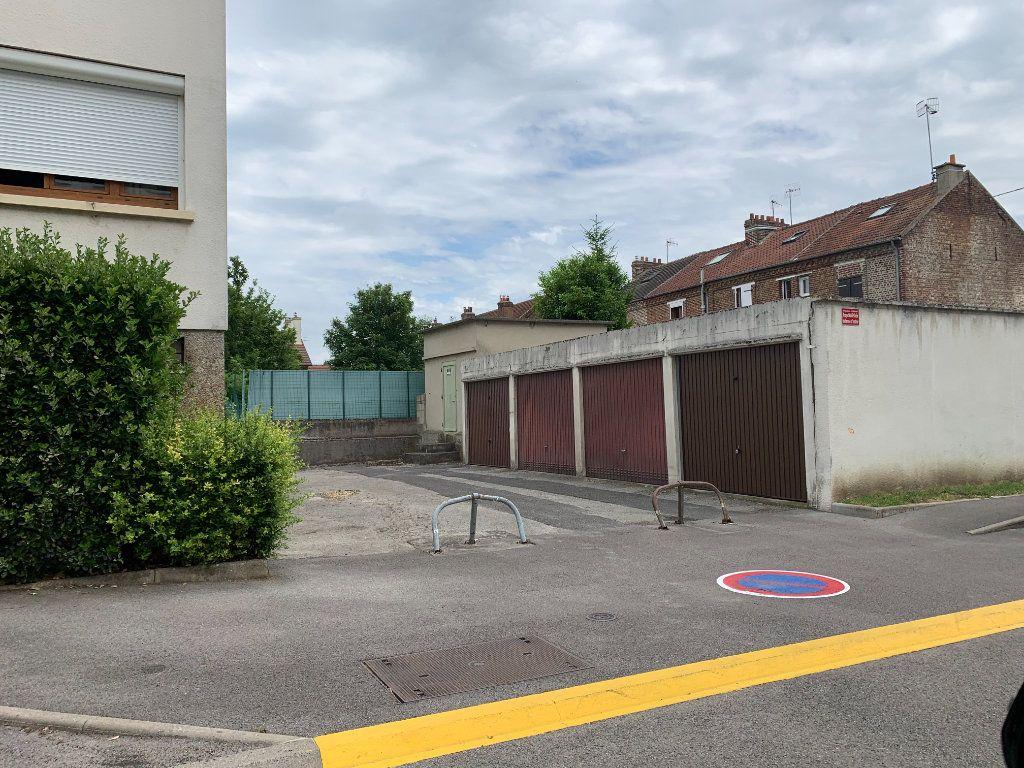 Stationnement à vendre 0 0m2 à Margny-lès-Compiègne vignette-1