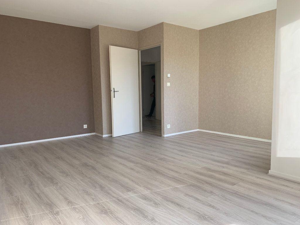 Appartement à louer 3 69m2 à Margny-lès-Compiègne vignette-3