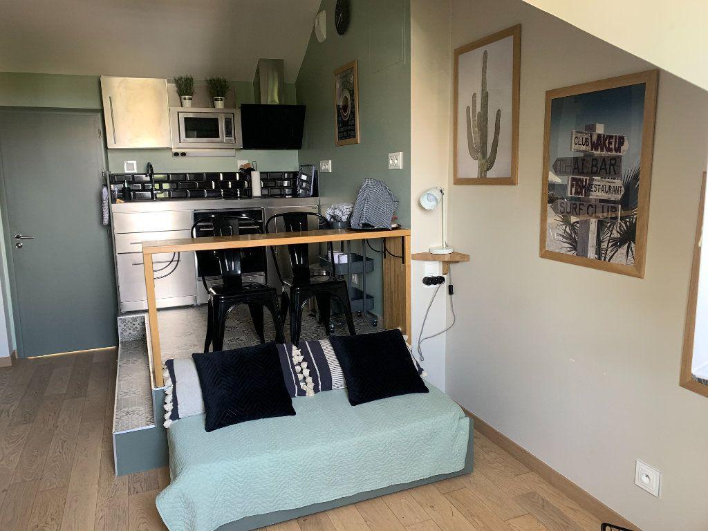 Appartement à louer 1 17m2 à Compiègne vignette-1
