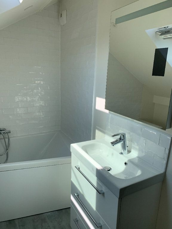 Appartement à louer 1 17m2 à Compiègne vignette-5