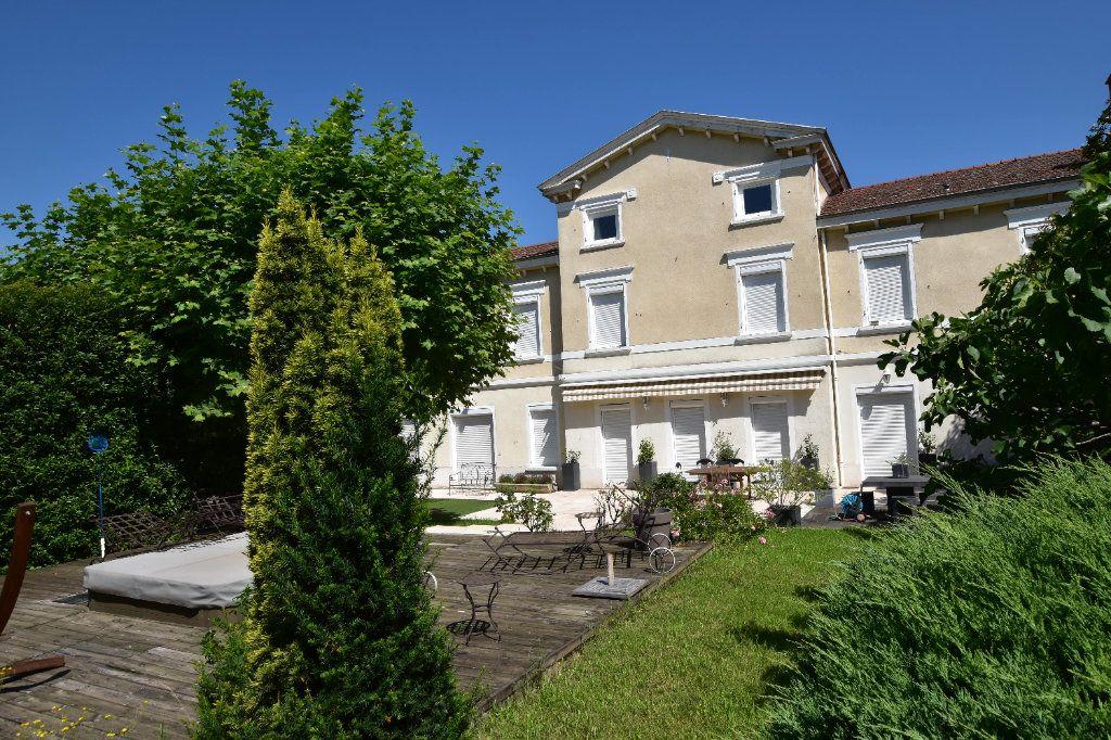 Maison à vendre 10 375m2 à Chaponost vignette-1
