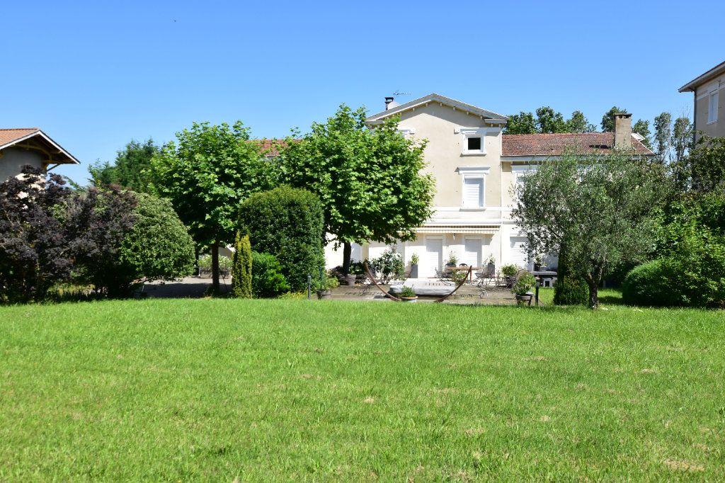 Maison à vendre 10 375m2 à Chaponost vignette-3