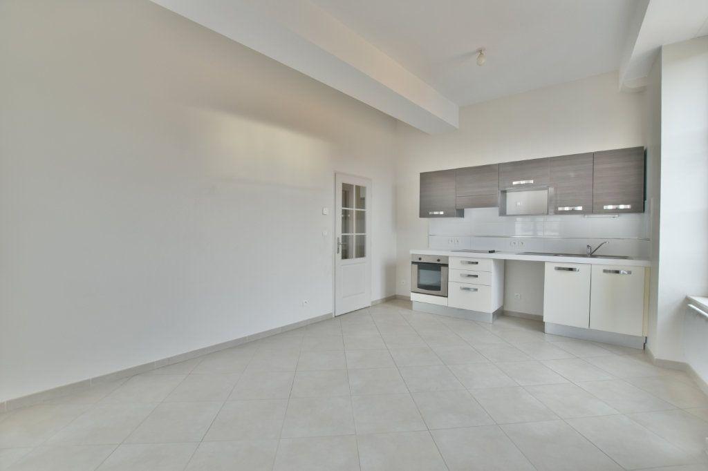 Appartement à louer 3 52.9m2 à Francheville vignette-1