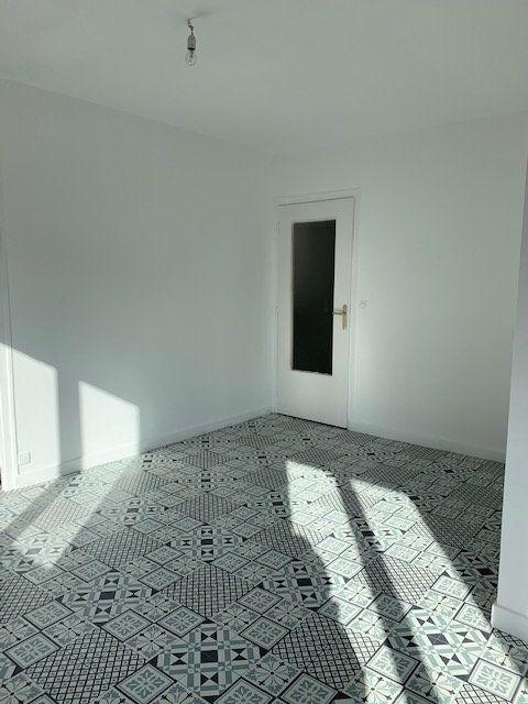 Appartement à vendre 2 41.72m2 à Reims vignette-3