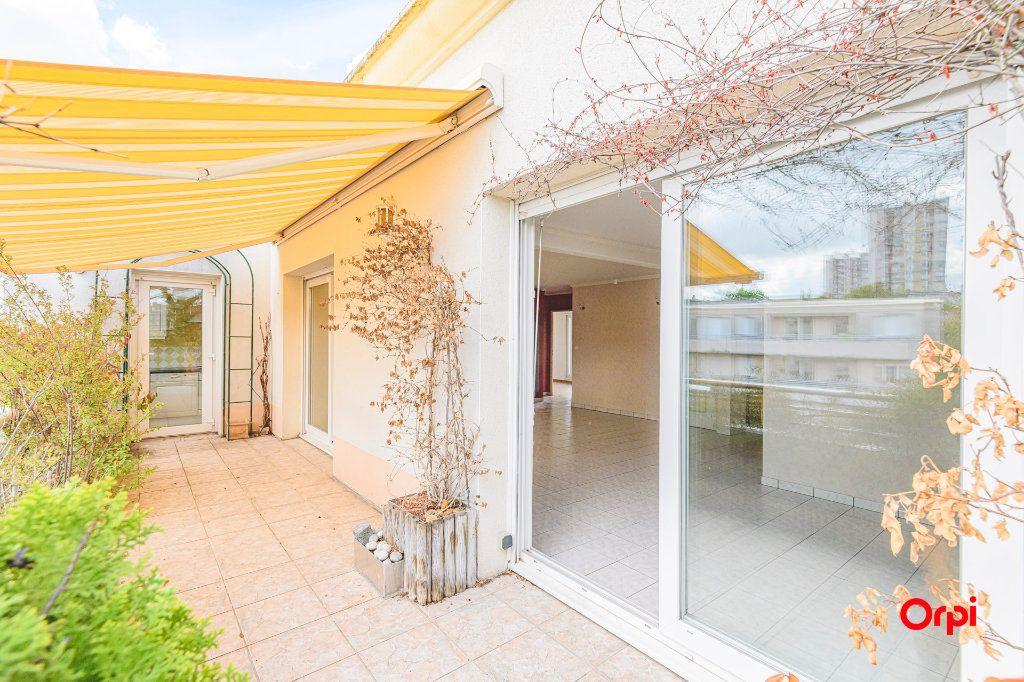 Appartement à vendre 5 98m2 à Reims vignette-1