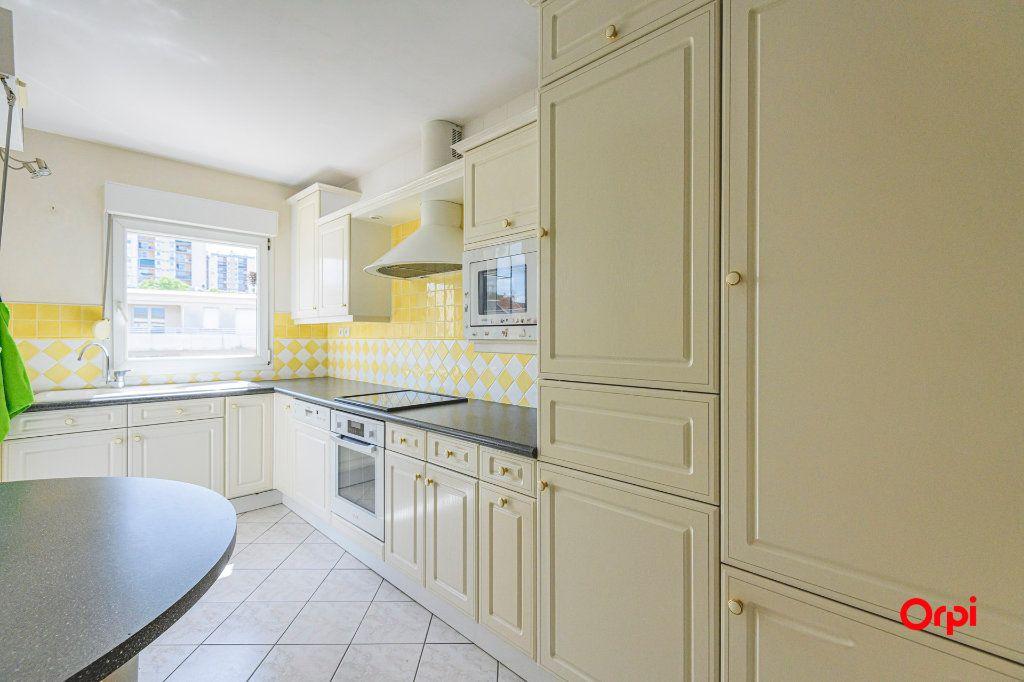 Appartement à vendre 5 98m2 à Reims vignette-6