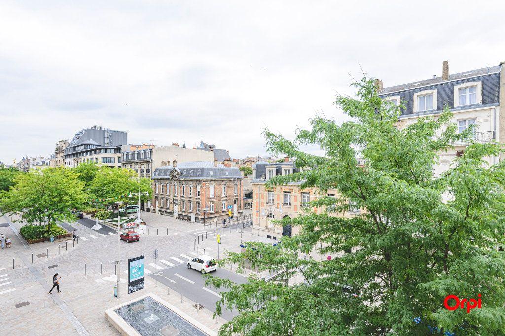 Appartement à vendre 5 152.37m2 à Reims vignette-1