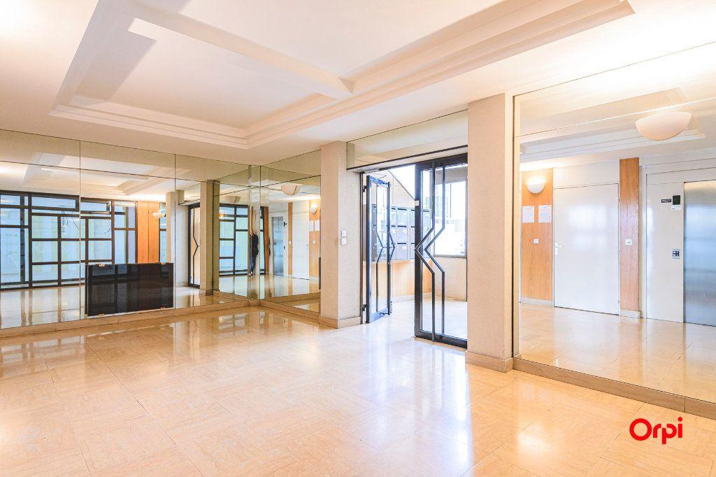 Appartement à vendre 5 152.37m2 à Reims vignette-2