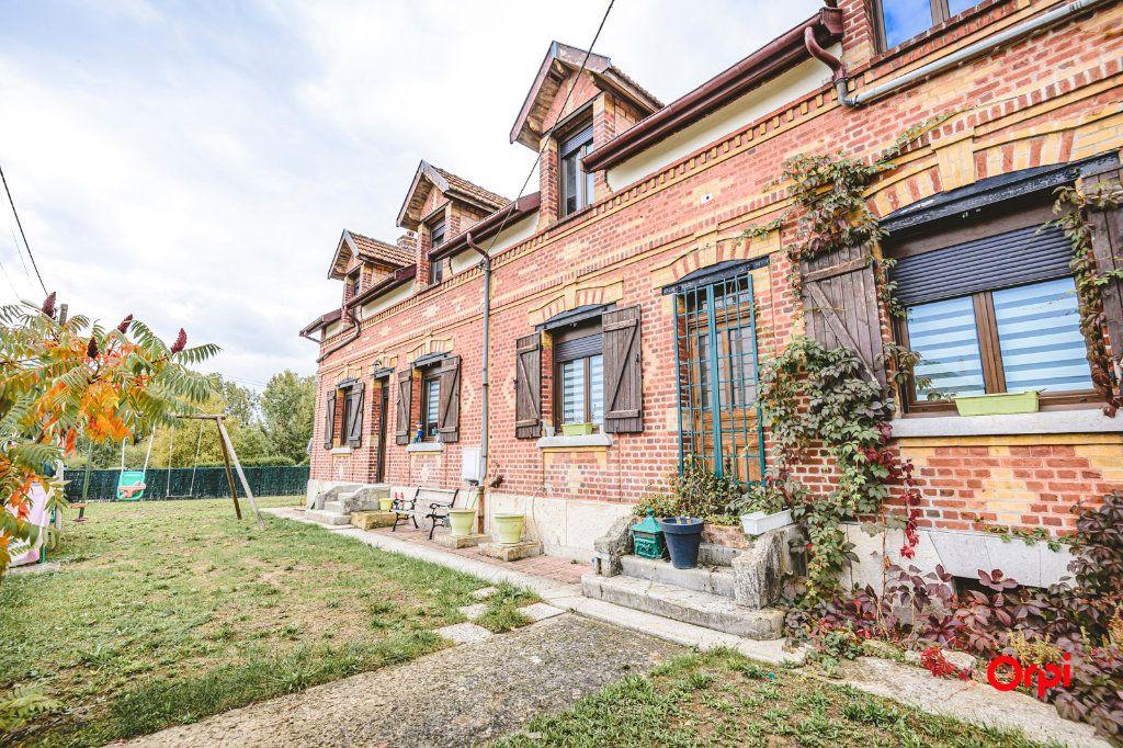 Maison à vendre 11 239m2 à Beaurieux vignette-1