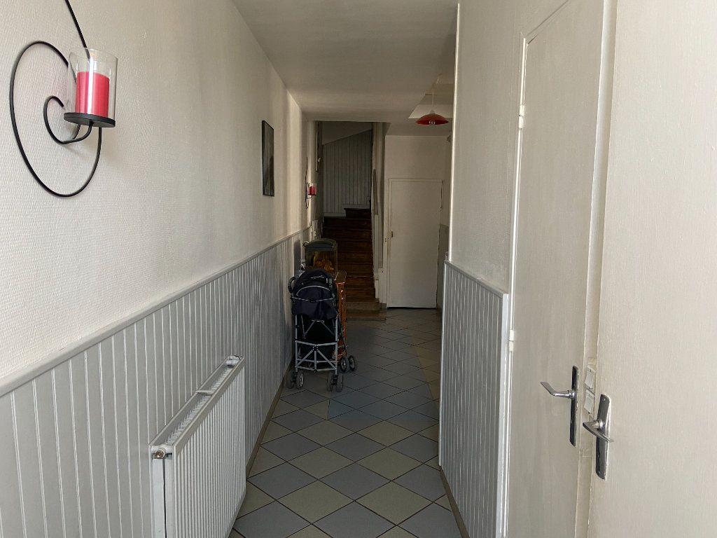 Maison à vendre 6 204.85m2 à Fismes vignette-7