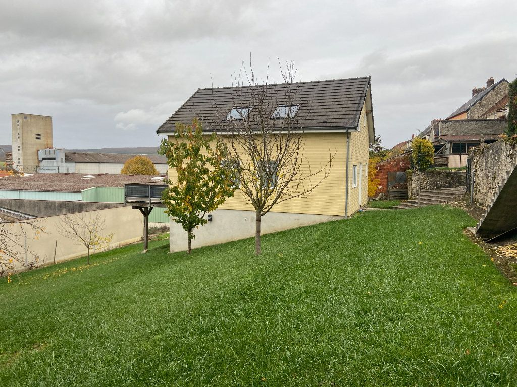 Maison à vendre 5 115m2 à Mareuil-le-Port vignette-11