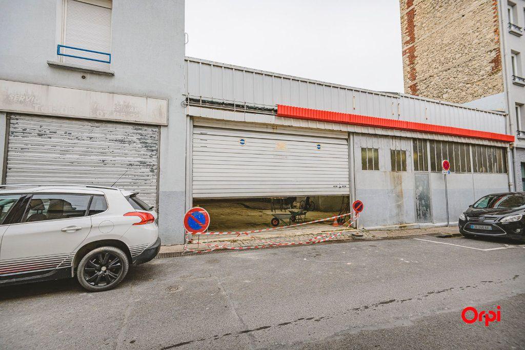 Appartement à vendre 1 310m2 à Reims vignette-2