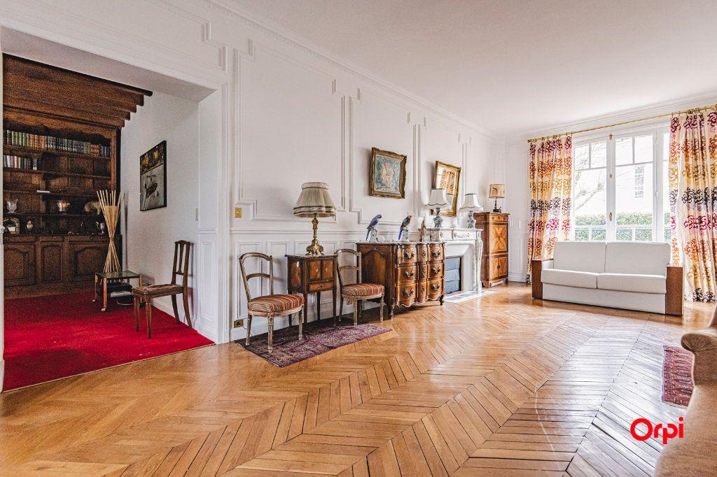 Maison à vendre 9 252m2 à Reims vignette-1