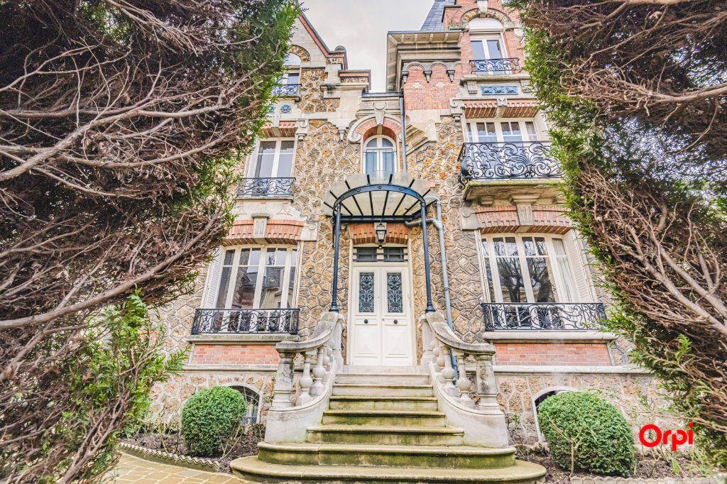 Maison à vendre 9 252m2 à Reims vignette-3