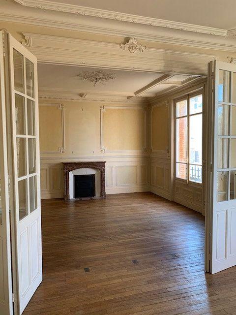 Appartement à vendre 8 193.12m2 à Reims vignette-3