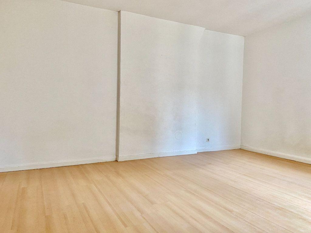 Appartement à vendre 1 27.4m2 à Reims vignette-1