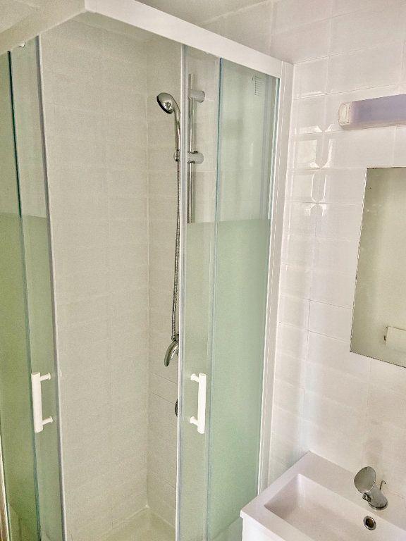 Appartement à vendre 1 27.4m2 à Reims vignette-2