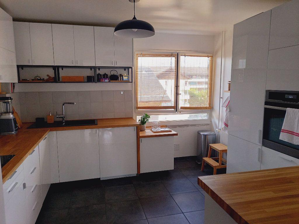 Appartement à louer 3 68.7m2 à Reims vignette-3