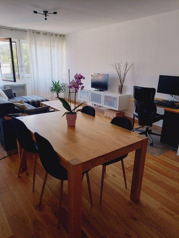 Appartement à louer 3 68.7m2 à Reims vignette-6