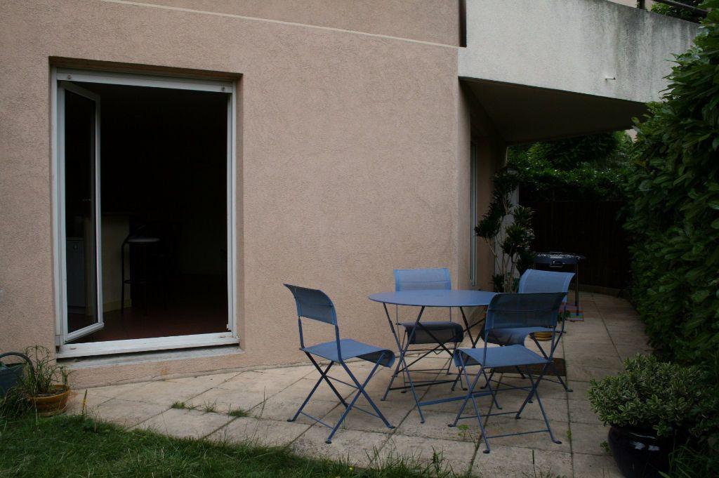 Appartement à louer 3 79m2 à Lyon 8 vignette-1