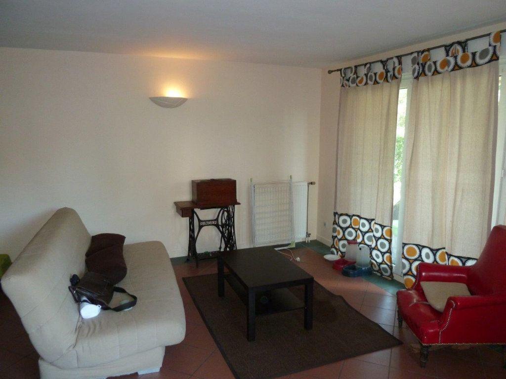 Appartement à louer 3 79m2 à Lyon 8 vignette-4