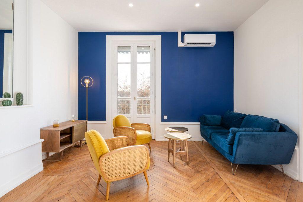 Appartement à louer 5 95.91m2 à Lyon 3 vignette-1