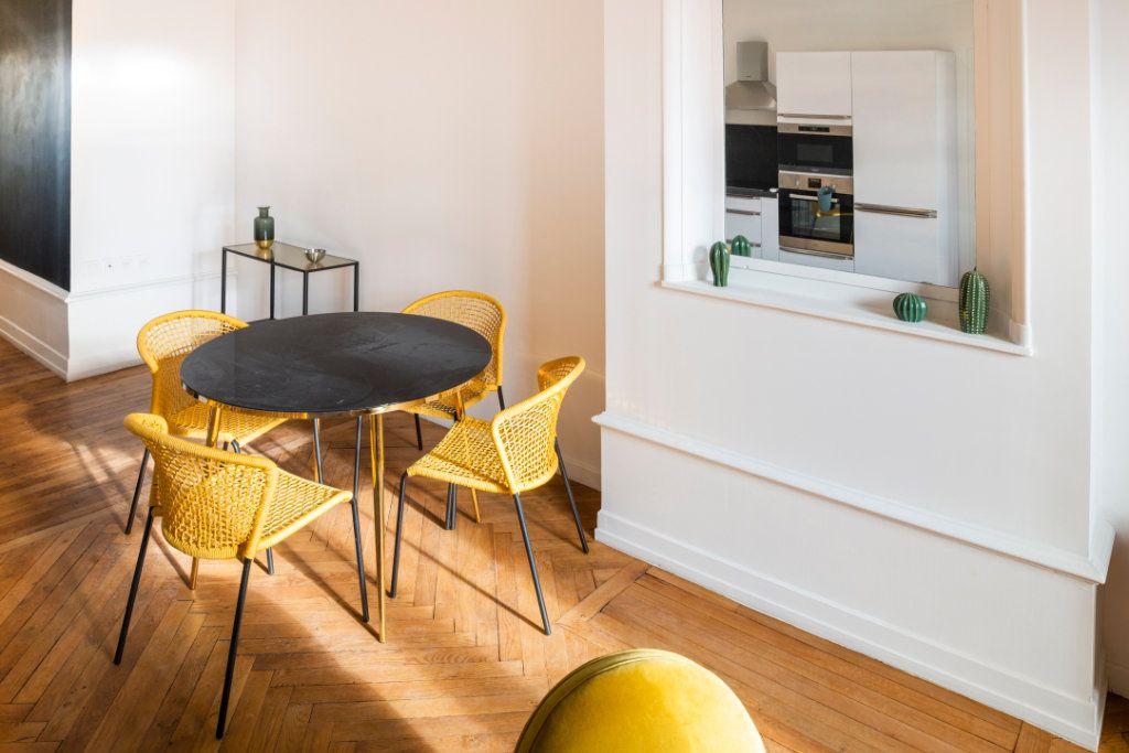 Appartement à louer 5 95.91m2 à Lyon 3 vignette-2