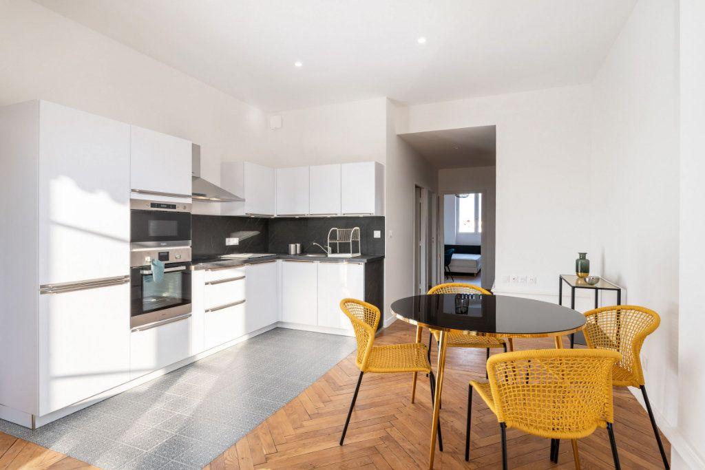 Appartement à louer 5 95.91m2 à Lyon 3 vignette-3