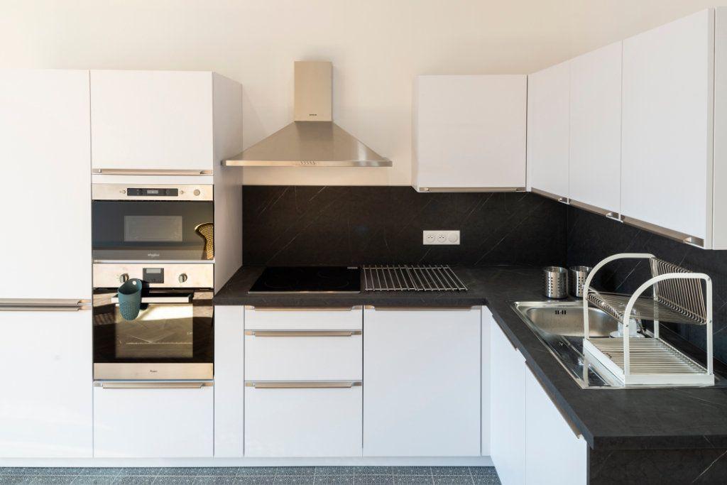 Appartement à louer 5 95.91m2 à Lyon 3 vignette-4