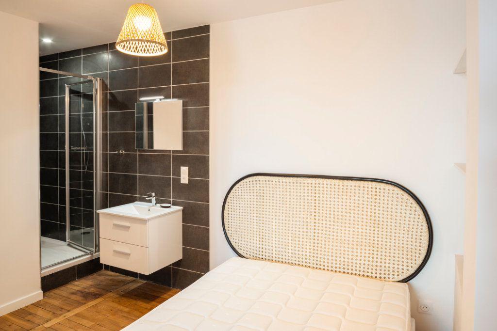 Appartement à louer 5 95.91m2 à Lyon 3 vignette-11