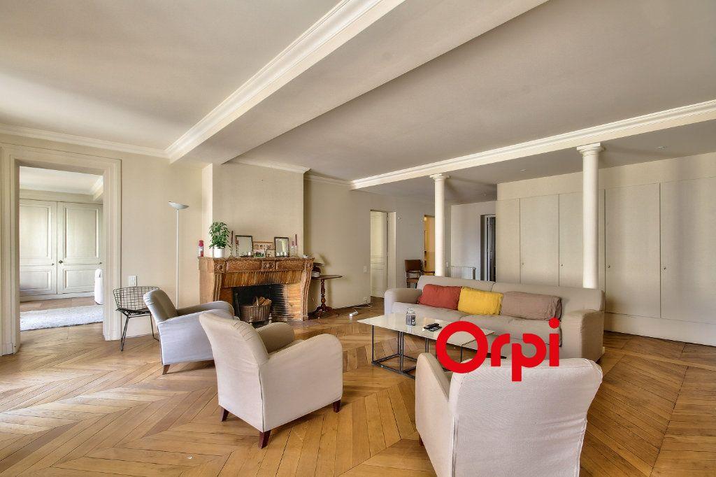 Appartement à vendre 5 201.72m2 à Lyon 2 vignette-2