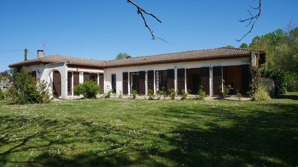 Maison à vendre 5 129m2 à Saint-Loubès vignette-1