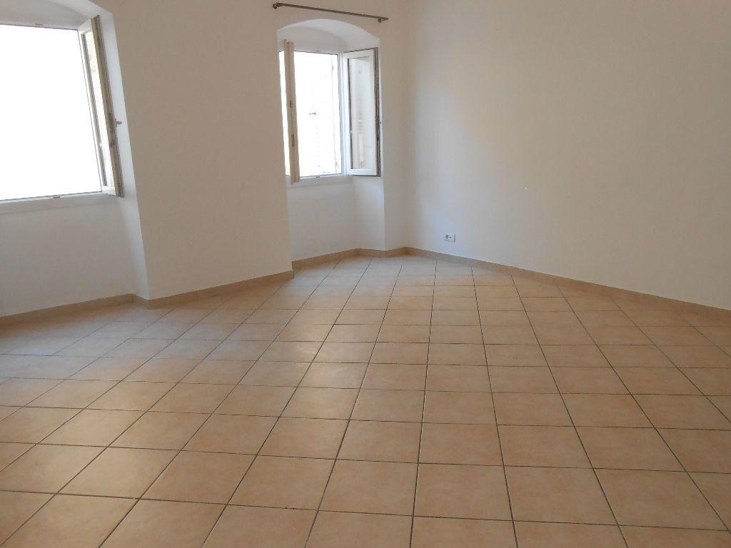 Appartement à louer 2 40m2 à Ajaccio vignette-1