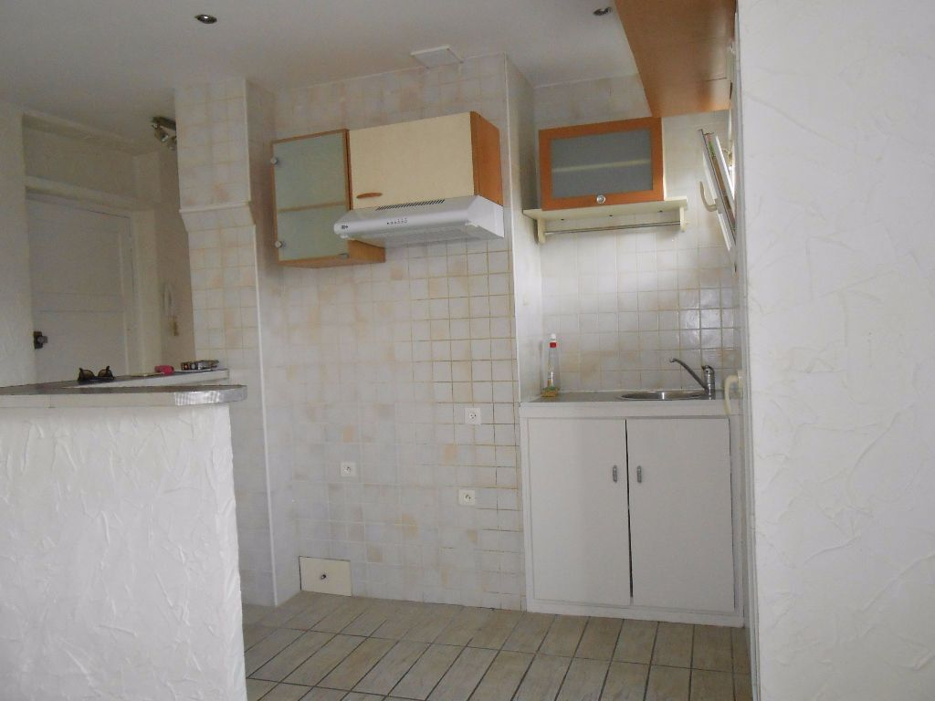 Appartement à louer 2 30.67m2 à Ajaccio vignette-4