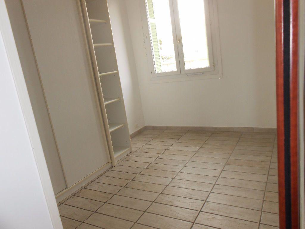 Appartement à louer 2 30.67m2 à Ajaccio vignette-5