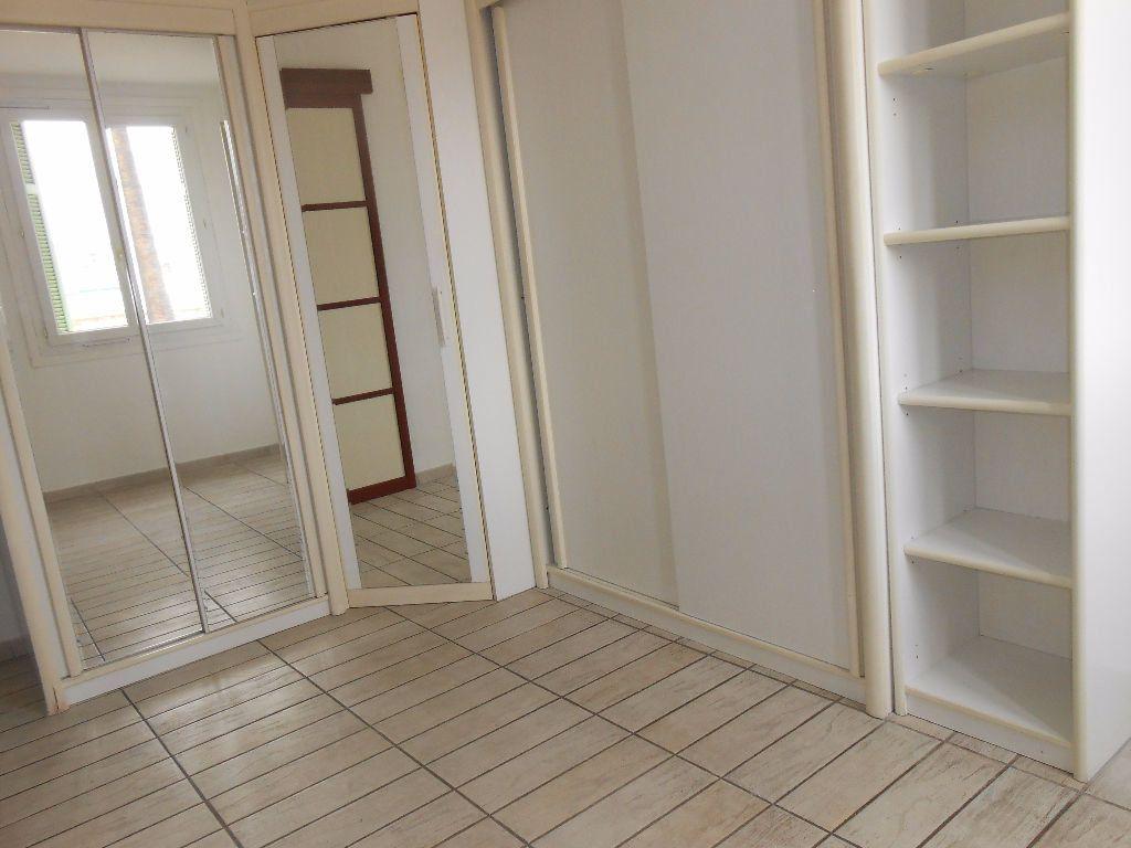 Appartement à louer 2 30.67m2 à Ajaccio vignette-6