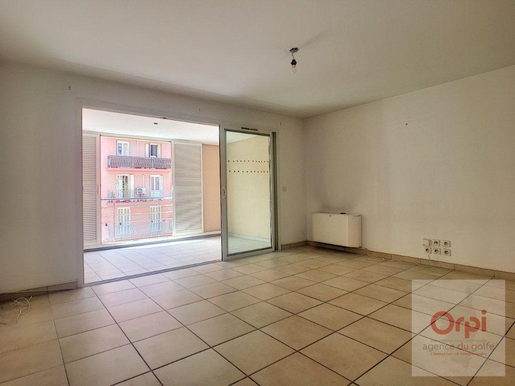 Appartement à louer 2 56m2 à Ajaccio vignette-3