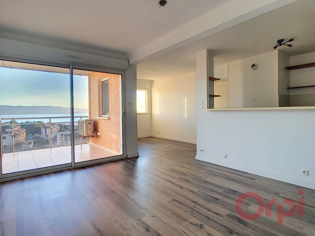 Appartement à louer 2 46m2 à Ajaccio vignette-2
