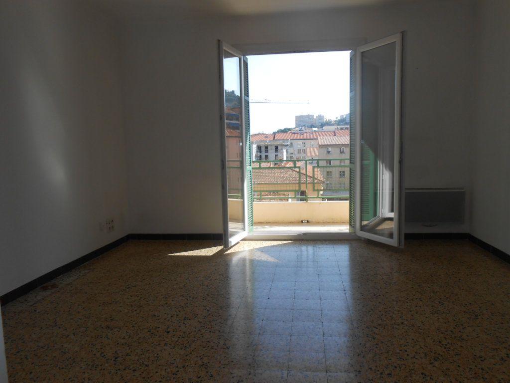 Appartement à louer 3 60m2 à Ajaccio vignette-2