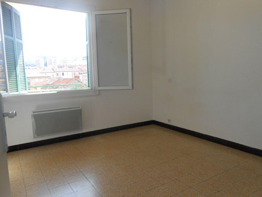 Appartement à louer 3 60m2 à Ajaccio vignette-3