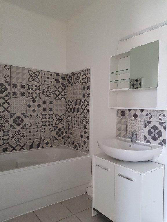 Appartement à louer 3 66m2 à Ajaccio vignette-4