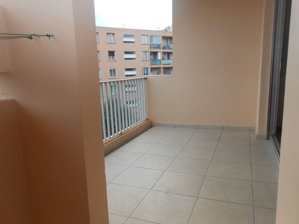 Appartement à louer 3 70.17m2 à Ajaccio vignette-1
