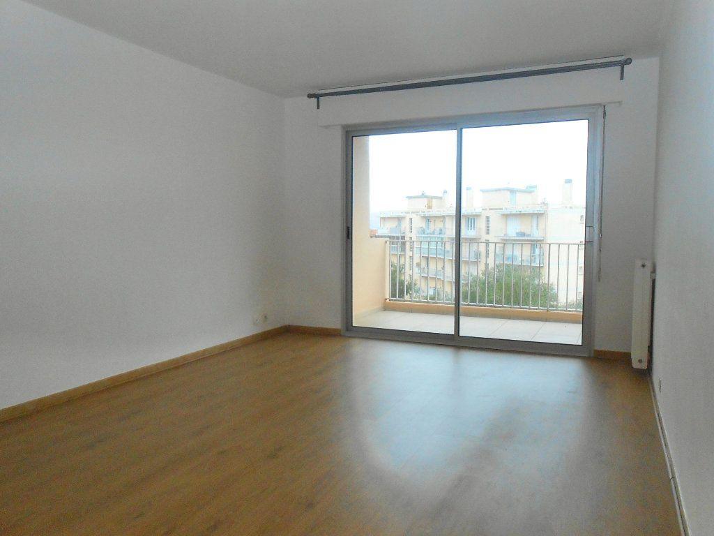 Appartement à louer 3 70.17m2 à Ajaccio vignette-2