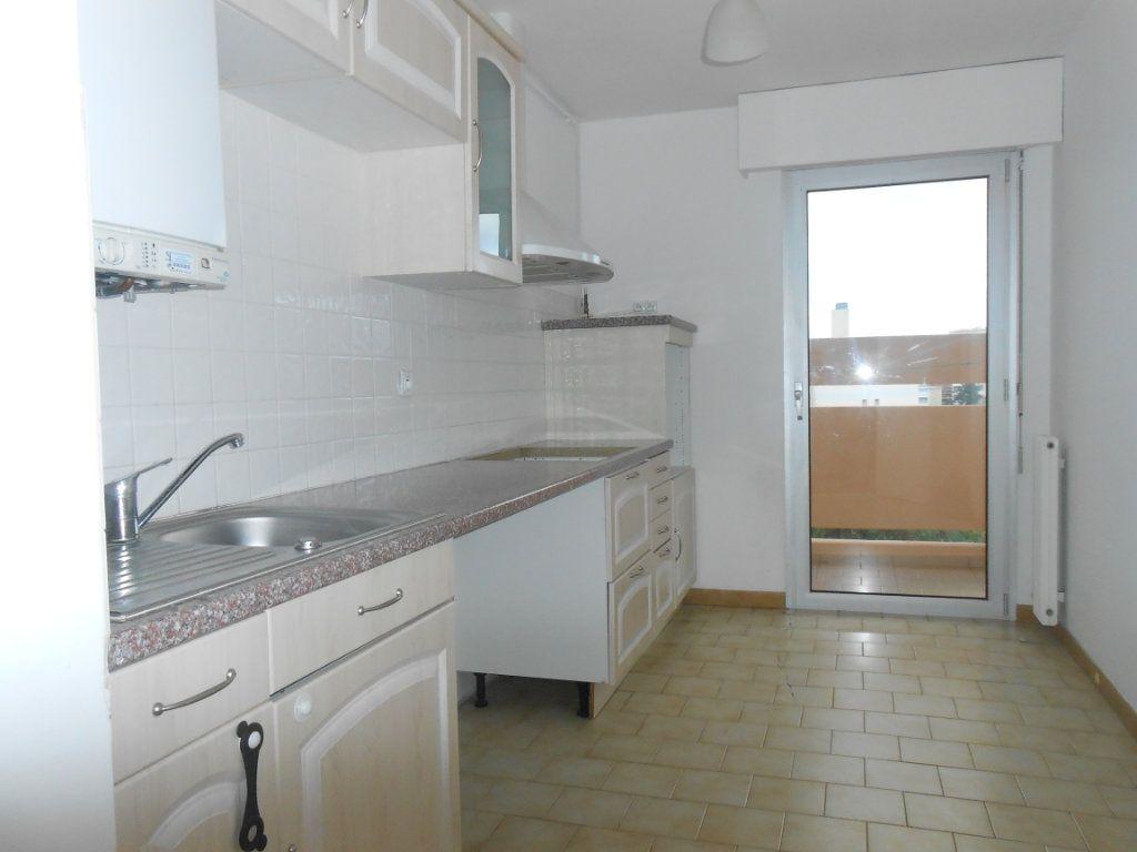 Appartement à louer 3 70.17m2 à Ajaccio vignette-3