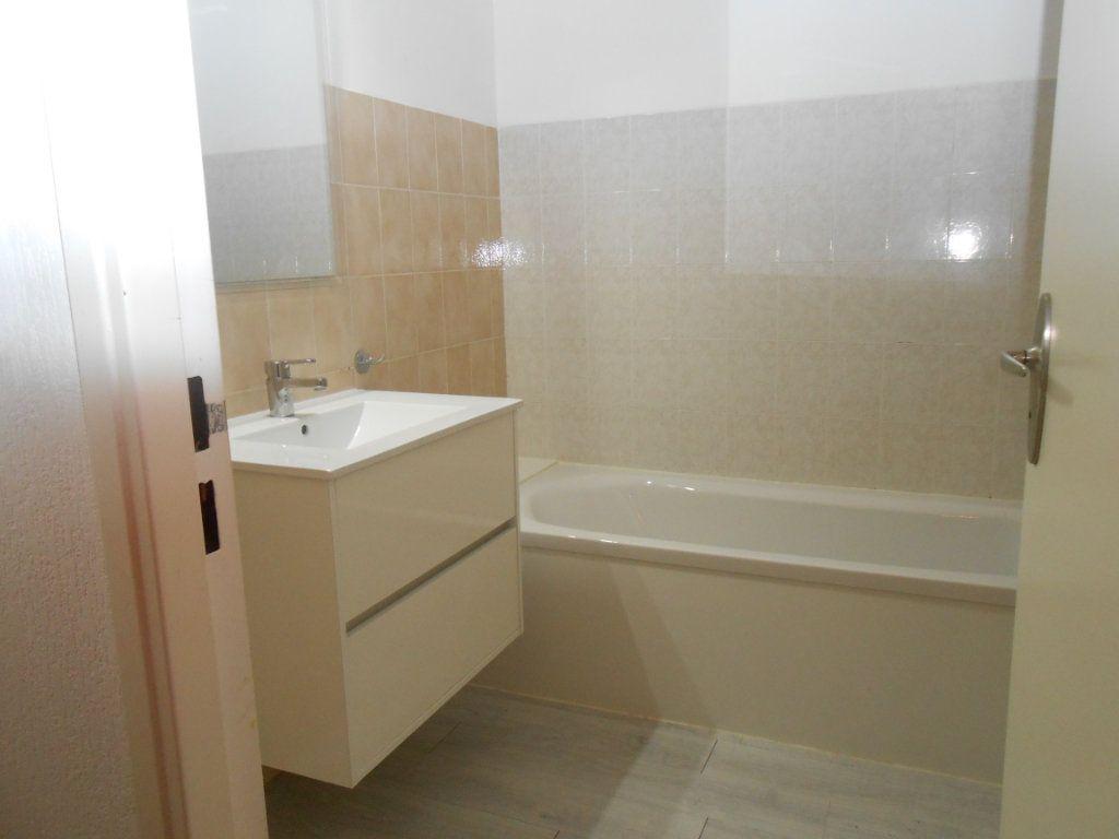 Appartement à louer 3 70.17m2 à Ajaccio vignette-4