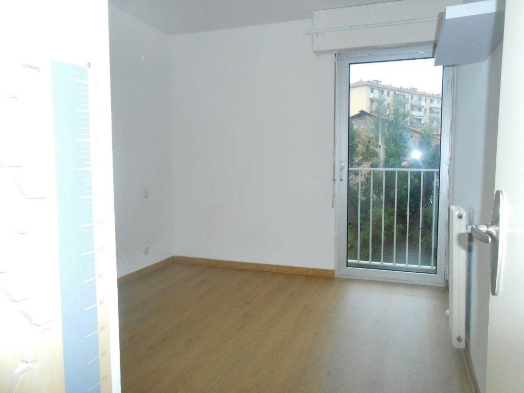 Appartement à louer 3 70.17m2 à Ajaccio vignette-6